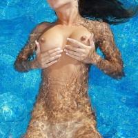 Глубокий выдох в бассейне