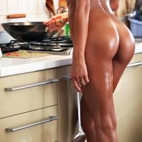 Попка на кухне