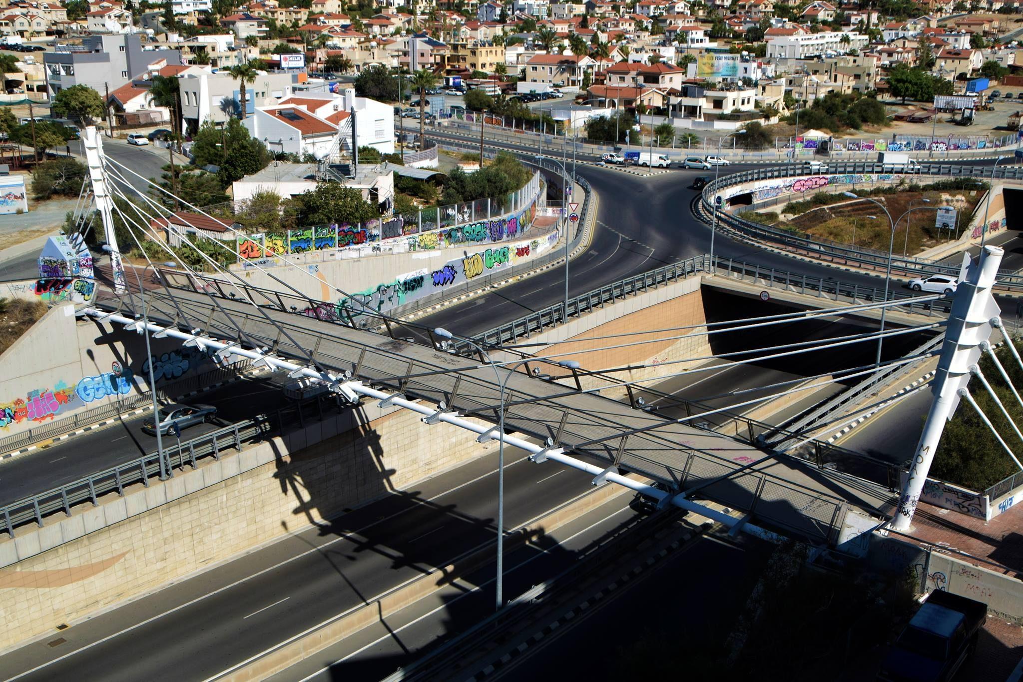 Велосипедно–пешеходный мостик над хайвэем