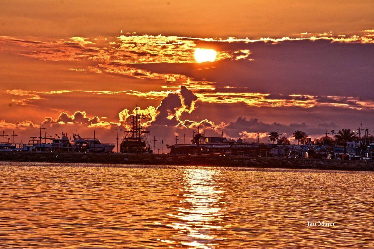 Закат в марине Айя–Напы