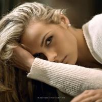 Блондинка в свитере