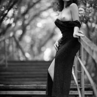 Платье совсем ни к чёрту - не держится