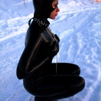 Женщина-кошка и снег