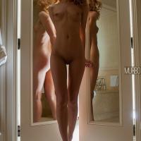 В зеркалах