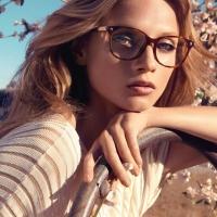 Девушка, весна, очки...