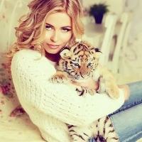 Блондинка и тигрёнок