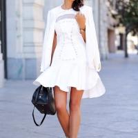 В белом на улице