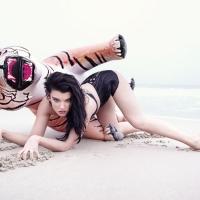 С тигром на пляже