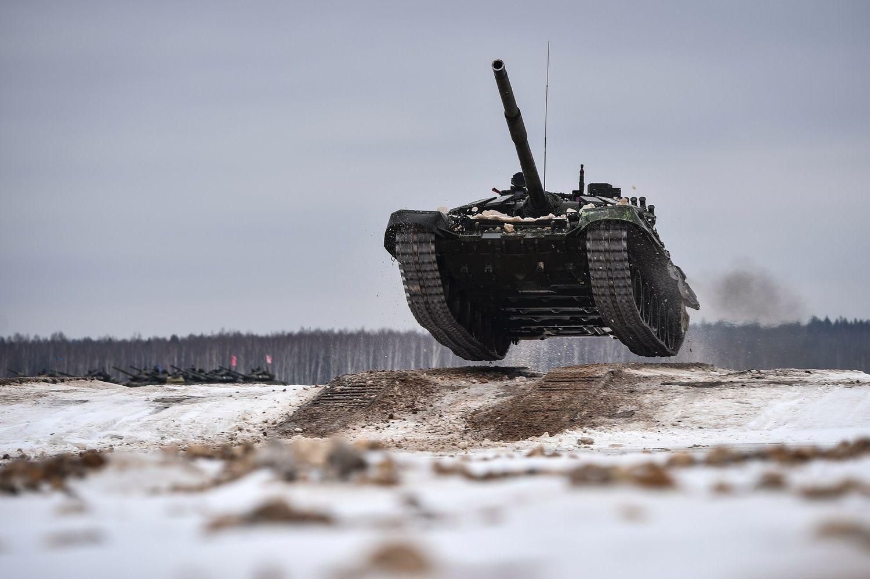 Танк Т-72Б3 6-й отдельной Ченстоховской Краснознамённой, ордена Кутузова II степени танковой бригады. Ордена Ленина Западный Военный округ РФ, февраль 2016 года