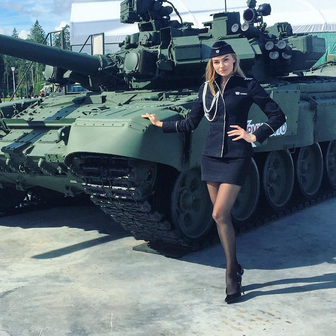 фото женщин на танке - 1